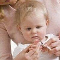 Как подстричь ногти на ногах и руках малыша?